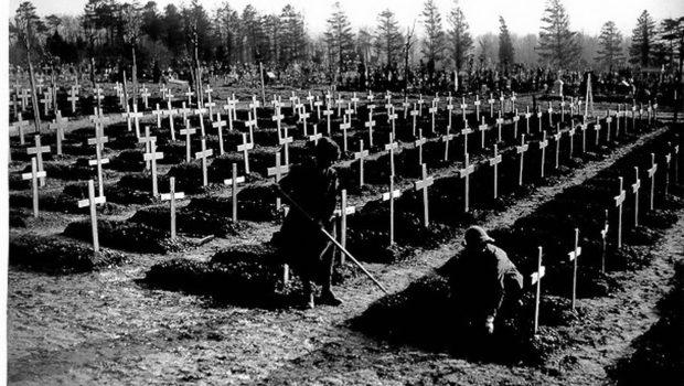 1280px-WWI_British_cemetery_at_Abbeville-e1406747832246